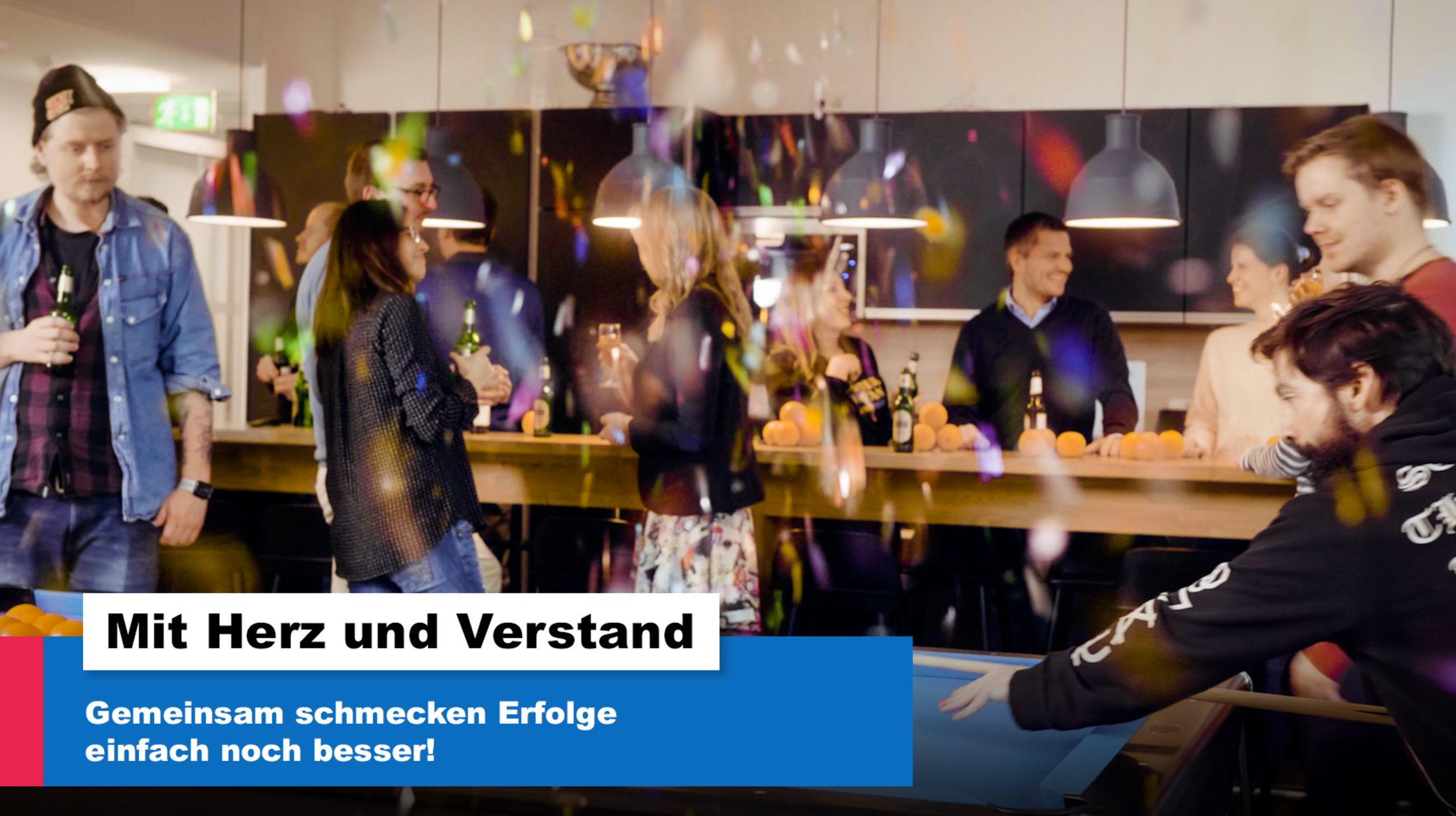 Content Fleet Mitarbeiter feiern in der Agentur